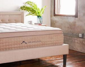 Cadre de lit élégant avec tête de lit de DreamCloud